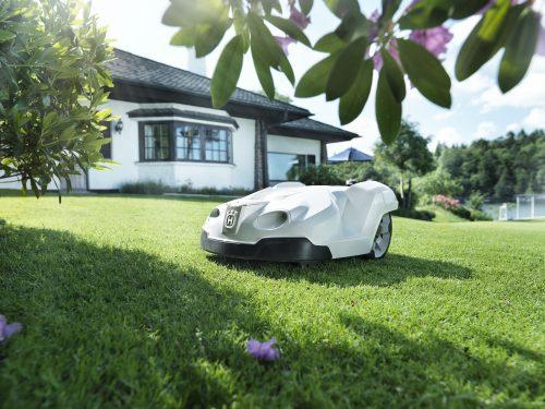 HUSQVARNA Automower 430X blanc (ambiance).jpg