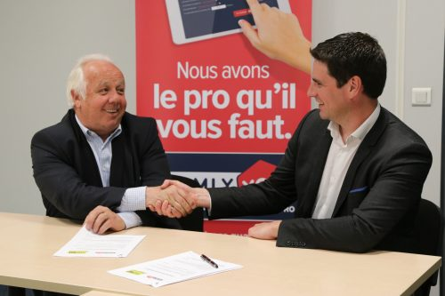 Signature partenariat Homly You et Handibat - Gabriel Desgrouas et Olivier Waldin.jpg